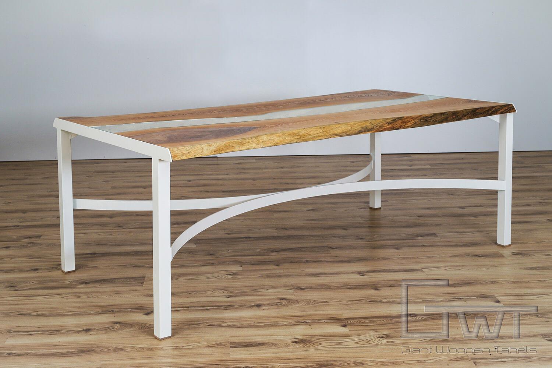 nagyméretű tömörfa asztal